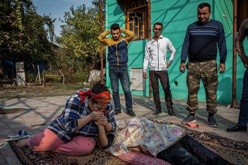 美媒:实录纳卡冲突阿塞拜疆一侧居民区惨像 生活在火箭导弹爆炸恐怖阴影中