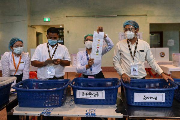 缅甸疫情下如期举行大选 外电称昂山素季所在的党有望继续执政
