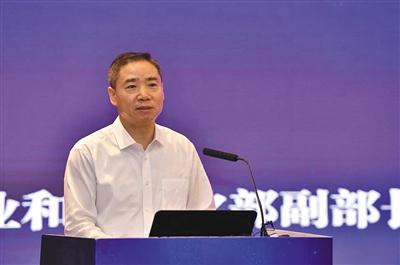 辛国斌 进一步鼓励完善充换电基础设施建设