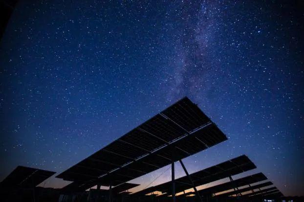 """""""碳中和""""目标的宁夏逻辑:从传统能源重镇到新能源示范区"""