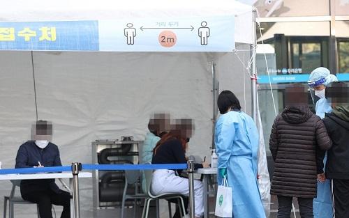 韩媒:韩国日新增新冠病毒确诊357例抗疫形势依然严峻 社区感染占大头