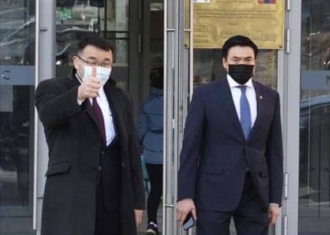 蒙古国副总理和首都行政长官分别接种中国新冠疫苗