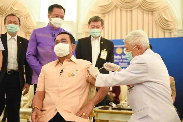 因血栓问题一度推迟后,泰国总理巴育接种阿斯利康新冠疫苗