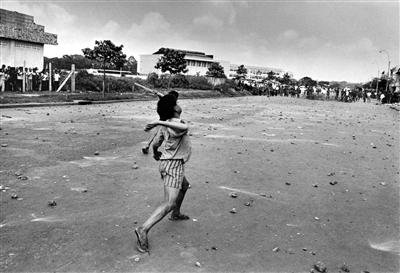 《再见,西贡》 越战阴影后的街头