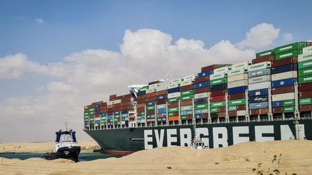 """不赔10亿美元就别想走!埃及政府要求肇事的""""长赐""""号船主交钱"""