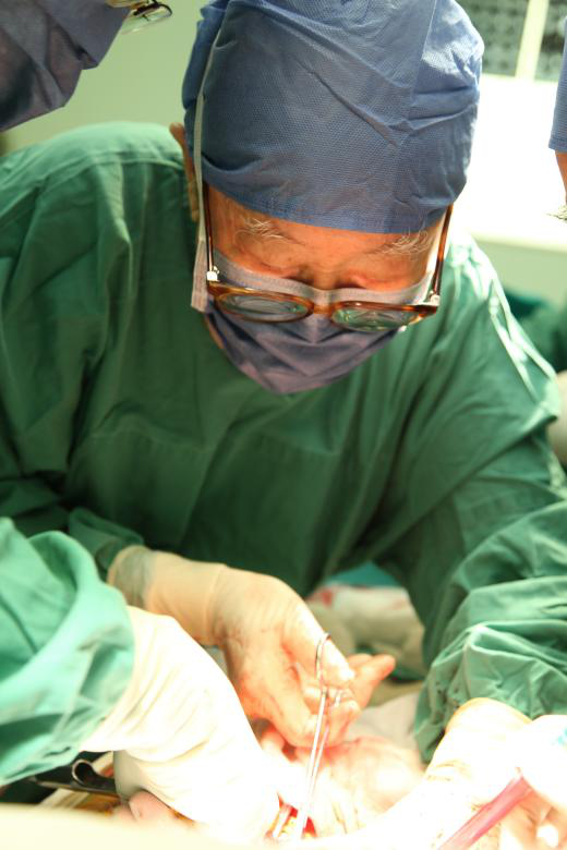 肝胆外科之父吴孟超:要开刀到100岁,最幸运的是倒在手术台边