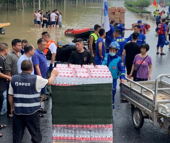 美团驰援郑州:63万件生活必需物资正送到一线和社区
