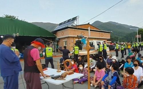韩媒:驻韩美军萨德基地一周内两次运进物资 民众静坐示威
