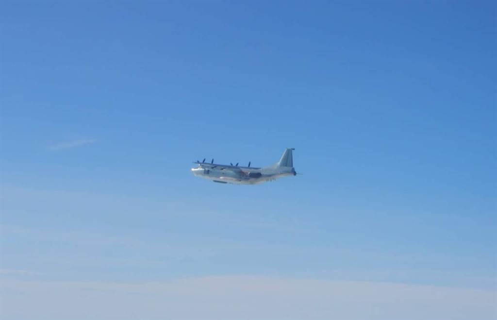台媒紧盯:一架解放军军机今日上午进入台湾西南空域