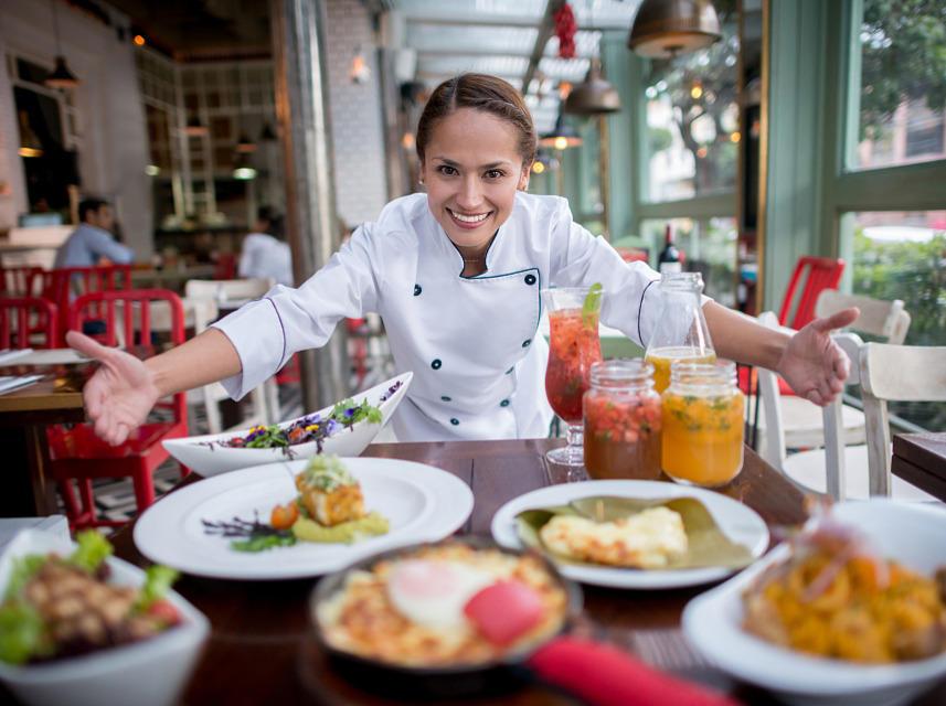为减少接触、降低感染风险 美餐厅兴起二维码点餐
