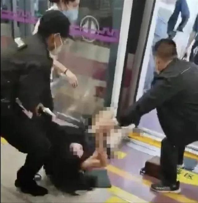 """西安地铁事件最新通报!处理7人、外包保安停职,仍""""无人认领"""""""