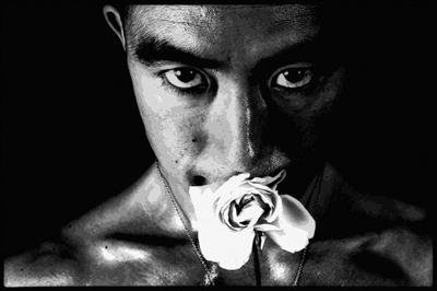 """""""身体是个注满真空的花瓶"""" ——三岛由纪夫的异世界"""